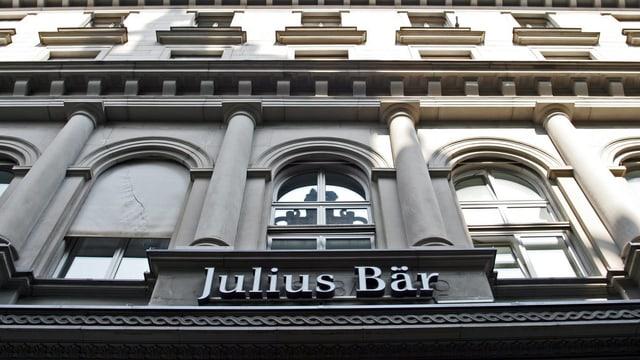 Purtret cun logo da Julius Bär.