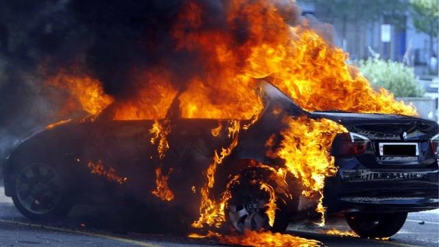 Brennender, leerer BMW