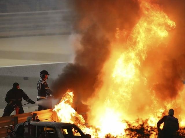 Aus diesen Flammen entkam Romain Grosjean.