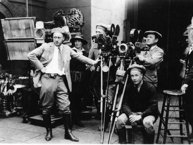Szene am Set mit Regisseur Cecil B. DeMille
