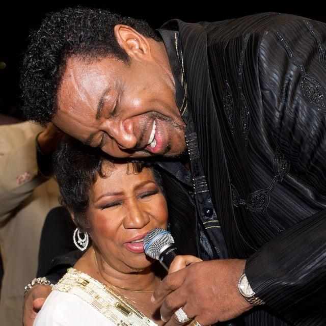 Dennis Edwards und Aretha Franklin bei einem Duett.