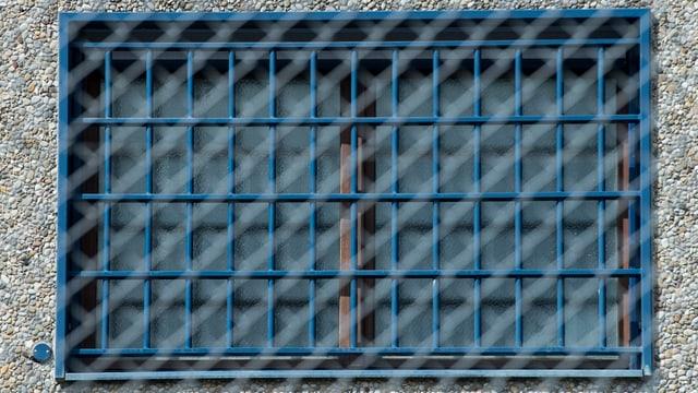 Vergittertes Fenster eines Gefängnisses