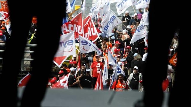 Angespanntes Verhältnis zwischen Sozialpartnern: Globale Konzerne blicken skeptisch auf Gewerkschaften – und umgekehrt.