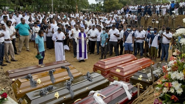 Funeral cun set vaschels.