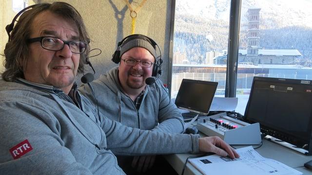Ils reporters Reto Mayer e Roman Dobler en la cabina da commentar.