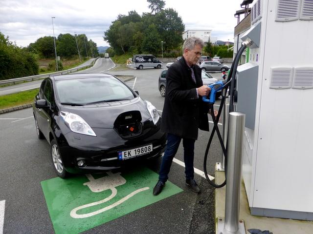 Auch Arne Nordboe aus dem norwegischen Finnoey hat sich von der Elektromobilität überzeugen lassen.