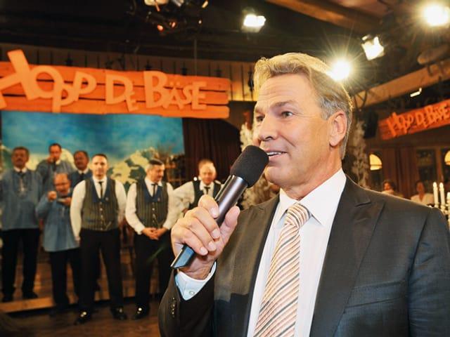 Kurt Zurfluh moderierend.