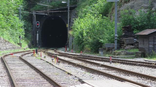 Der Eingang zum Weissensteintunnel bei Gänsbrunnen.