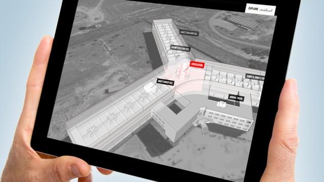 Ein Tablet, das ein 3D-Modell von Saydnaya zeigt.