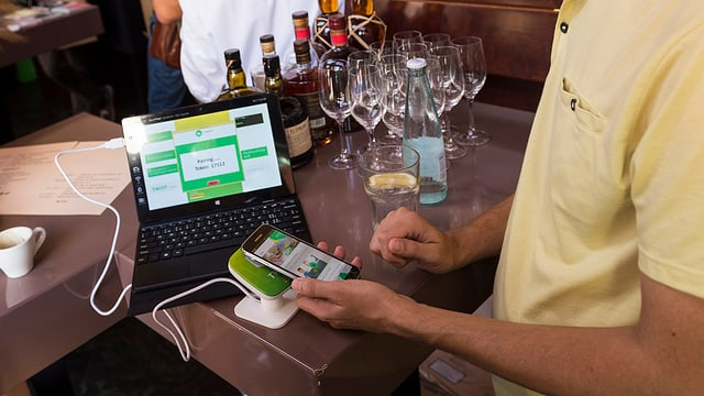 «Twint» heisst die Schweizer Lösung der Bezahl-App.