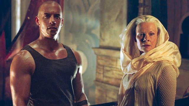 Vin Diesel als Riddick, Judi Dench als Aereon