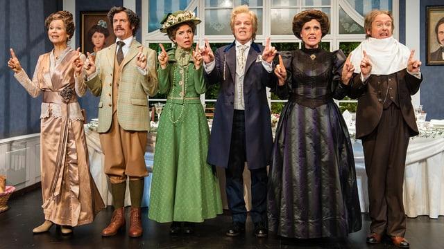 Sechs Schauspieler auf der Bühne.