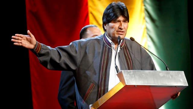 Boliviens Präsident Evo Morales hinter einem Rednerpult (reuters/archiv)