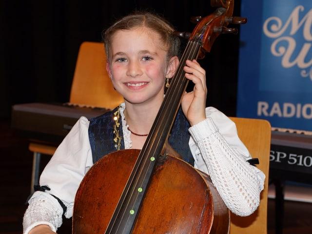 Eine junge Cellistin.