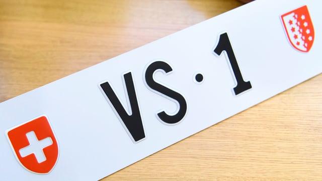 Nigelnagelneues Autokennzeichen «VS·1»