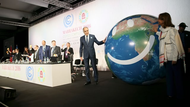 Ein lachender Globus bei der UNO-Klimakonferenz in Marrakesch.