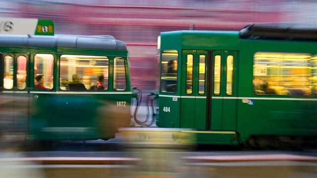 Vorbeifahrendes Tram.