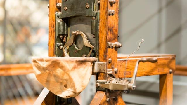 Die rund ein Meter hohe Kopie einer original-verwendeten Guillotine, ausgestellt im Historischen Museum in Luzern.