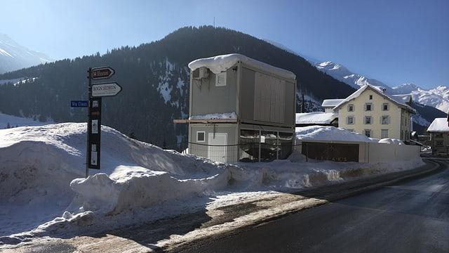 Las lavurs sin la parcella da l'anteriur hotel Alpsu a Sedrun èn interruttas