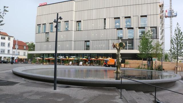 Meret-Oppenheim-Platz.