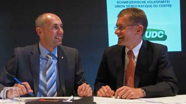 Die SVP-Kandidaten Manfred Bühler und Christoph Neuhaus im Gespräch.