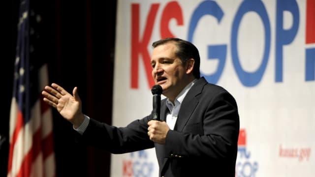 Il candidat republican Ted Cruz sa drizza a votants.