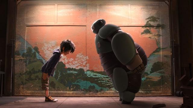 Baymax als Ninja.Roboter und Hiro verneigen sich voreinander wie die Sumokämpfer.