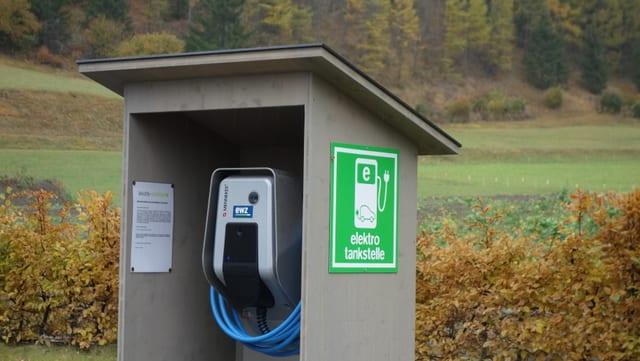 Quest tancadi per autos electrics a Savognin è vegnì fatg en collavuraziun cun la citad d'energia.
