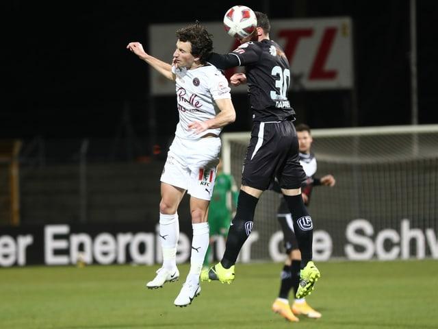 Servettes Miroslav Stevanovic (l.) und Luganos Fabio Daprela.