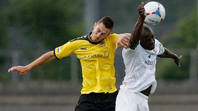 François Affolter im Zweikampf auf dem Fussballfeld