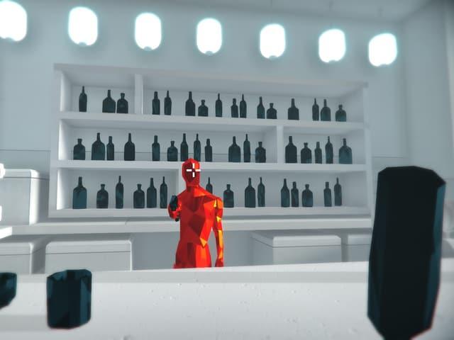 Eine Bar mit rotem Gegner, meine Figur hält eine schwarze Flasche in der Hand.