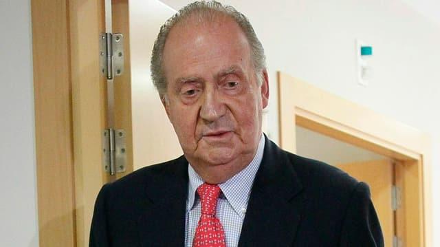 König Juan Carlos an Stöcken
