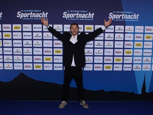 Gian Simmen im Anzug