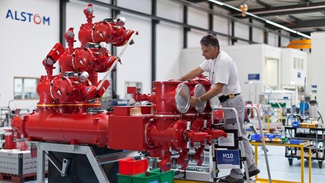Arbeiter in Alstom-Fabrik