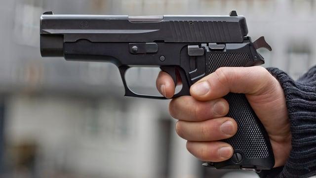 Hand mit Pistole