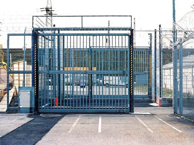 Eingangstor zum Gefängnis Bässlergut.