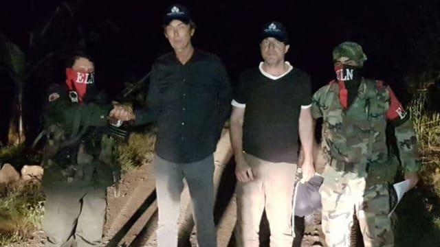 Der niederländische Journalist Derk Bolt und sein Kameramann unmittelbar vor der Freilassung.