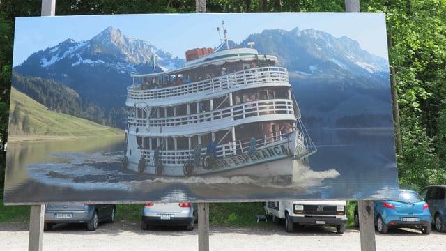 Ein Plakat eines Schiffes.