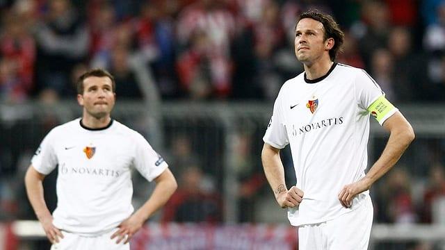 Alex Frei (l.) und Marco Streller verstehen nach der 0:7-Klatsche bei den Bayern die Welt nicht mehr.