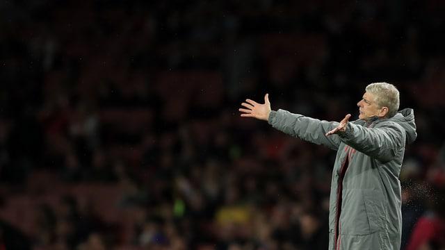 Arsène Wenger beschwert sich an der Seitenlinie