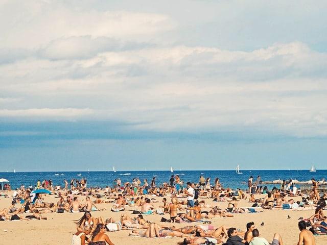 Ein Strand in Barcelona.