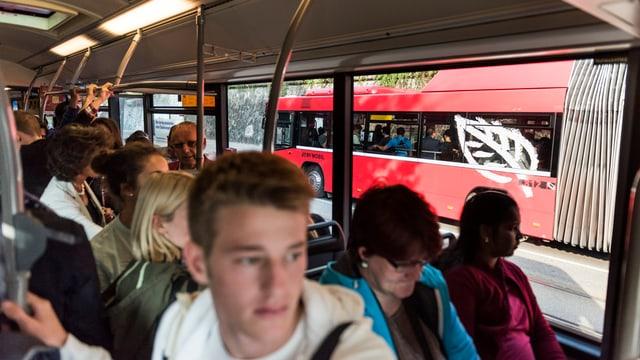Voller 10er-Bus.