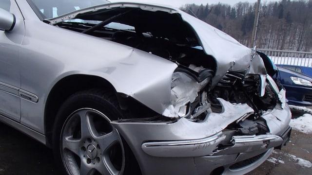 Der Fahrer dieses Autos hat gemäss Kantonspolizei Aargau den Unfall in Othmarsingen verursacht.