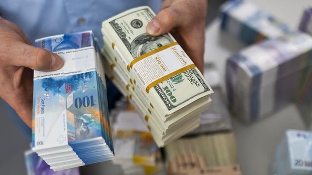 Dollar und Schweizer Banknoten