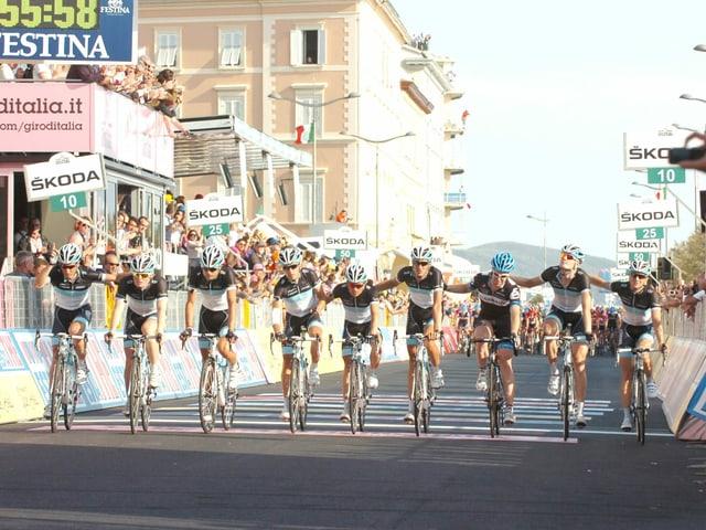 Weylandst Teamkollegen bei Leopard Trek fahren bei der 4. Etappe gemeinsam ins Ziel.