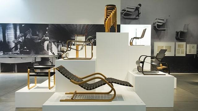 Eine Auswahl von Aalto-Möbeln, kuratiert vom Vitra Design Museum anno 2014.
