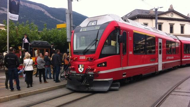 Il tren da la Viafier retica cha parta da Cuira ad Arosa.