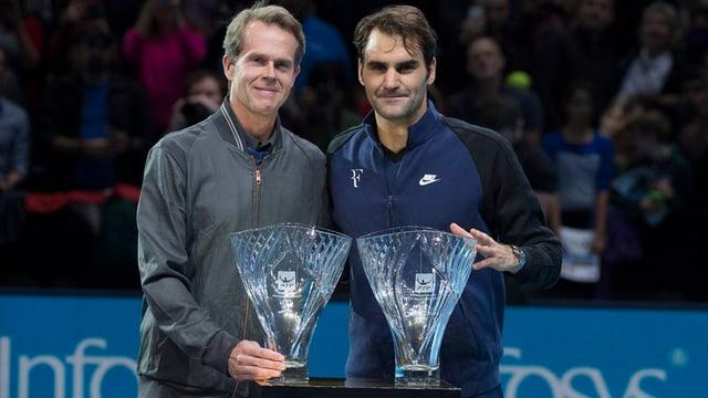 Stefan Edberg e Roger Federer van en l'avegnir vias separadas.
