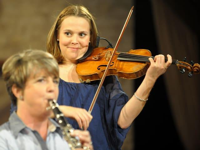 Chantal Reusser (Klarinette), Maria Gehrig (Geige).