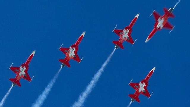 Flugzeuge der Patrouille Suisse am Himmel